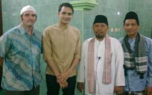 Mualaf, Nama Jonas Berubah Jadi Muhammad Yunus