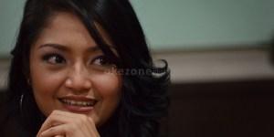 Beredar Tiga Foto Bugil Mirip Siti Badriah