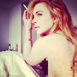 Lagi, Lindsay Lohan Pamer Foto Topless