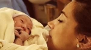 Jonas Antusias Temani Istri Melahirkan Anak Pertama