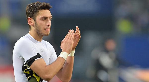 Hakan Calhanoglu resmi bergabung dengan Bayer Leverkusen (Foto: Ist)