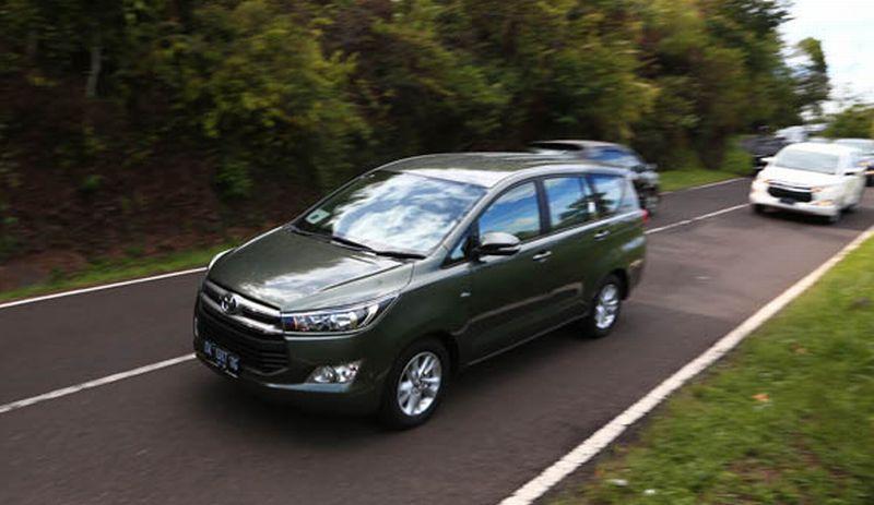 foto mobil all new kijang innova diesel alasan toyota dijajal di bali okezone news https img okeinfo net content 2015 12 04 15 1261107
