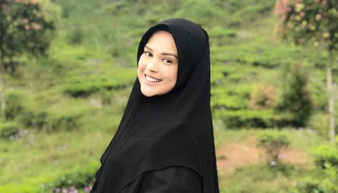 Hasil gambar untuk cut meyriska tolak main sinetron tanpa hijab