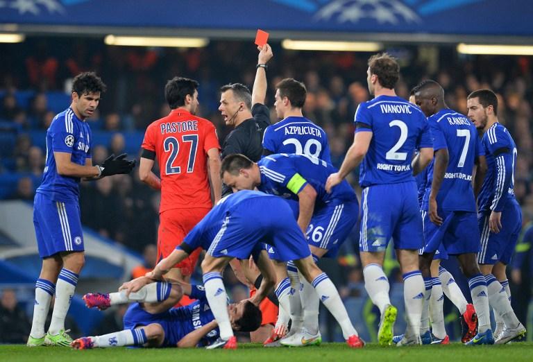 Pemain Chelsea Kepung Wasit karena Instruksi Mourinho?