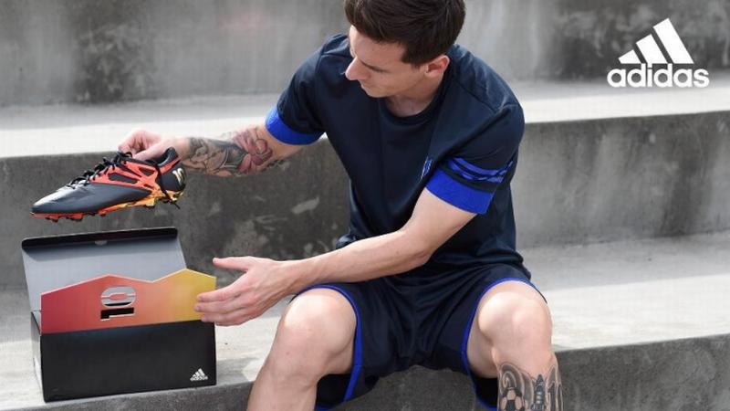 Messi pamer sepatu baru limited edition (Foto: @adidassoccer)