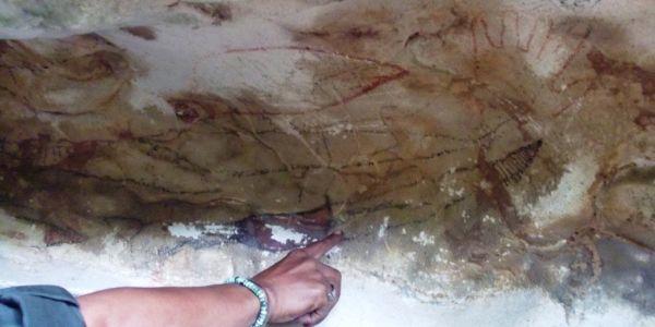 Bukti sejarah yang ada di dalam gua Karts (Foto: Andi A/okezone)