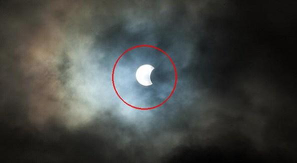 Foto Penampakan Gerhana Matahari 'Hibrida' Langka