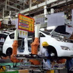 Berat All New Kijang Innova Toyota Yaris Trd 2015 Bekas 90 Komponen Baru Okezone News Https Img K Okeinfo Net Content 11 23 15 1254181
