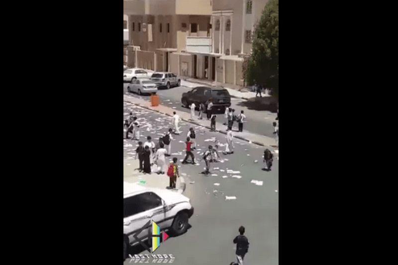 VIDEO Tradisi Robek Buku Pelajaran di Arab Saudi Picu