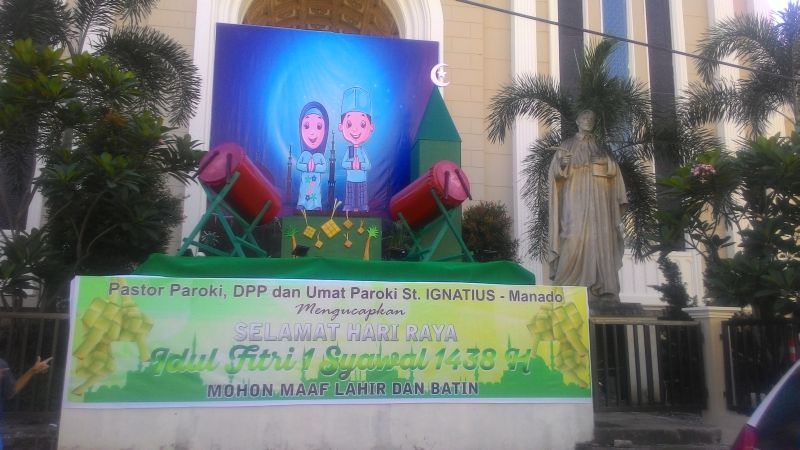 Gereja Katolik St Ignatius Manado Pajang Ornamen Idul Fitri Di