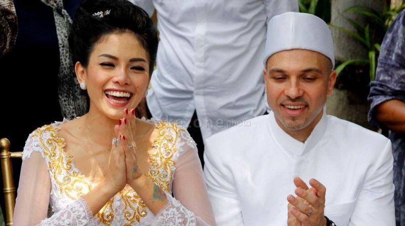 Nikita Mirzani Menikah Dengan Sajad Ukra