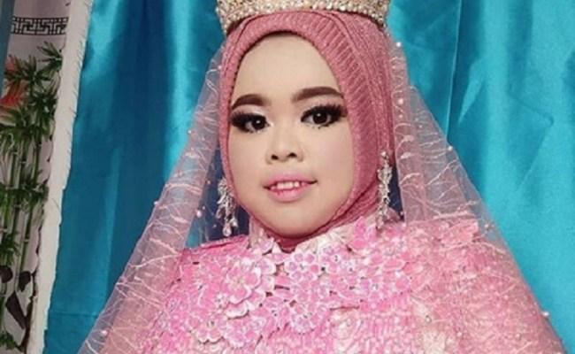 4 Gaya Hijab R Rahmawati Kekeyi Simak Yuk