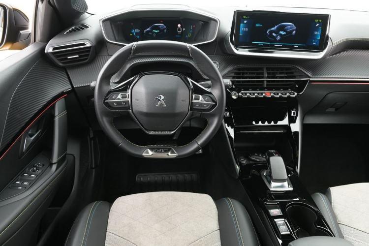 Espaço interno do Peugeot e-208 GT