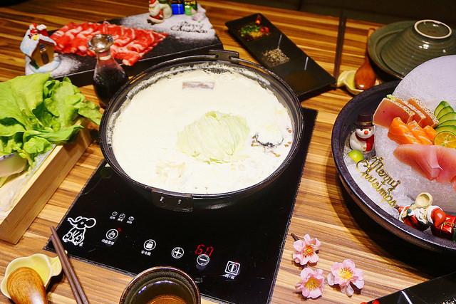 """【新北新莊美食】婧Shabu  *♥聖誕節大餐""""北海道牛奶鍋""""冰屋生魚片"""