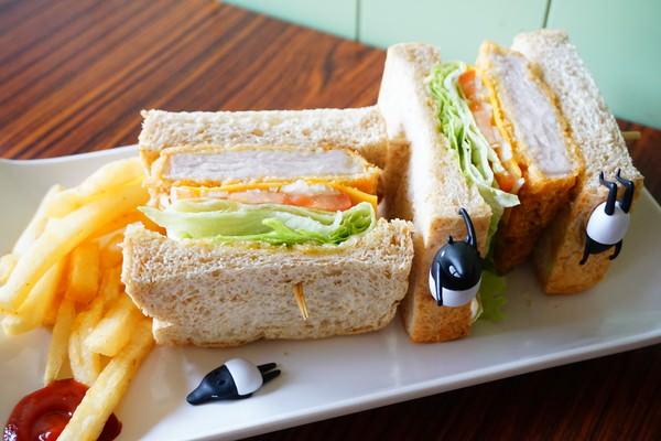 """【高雄三民美食】Hey 太陽公公早午餐  *♥手作吐司""""甜點""""厚切豬排三明治""""大份量早午餐"""
