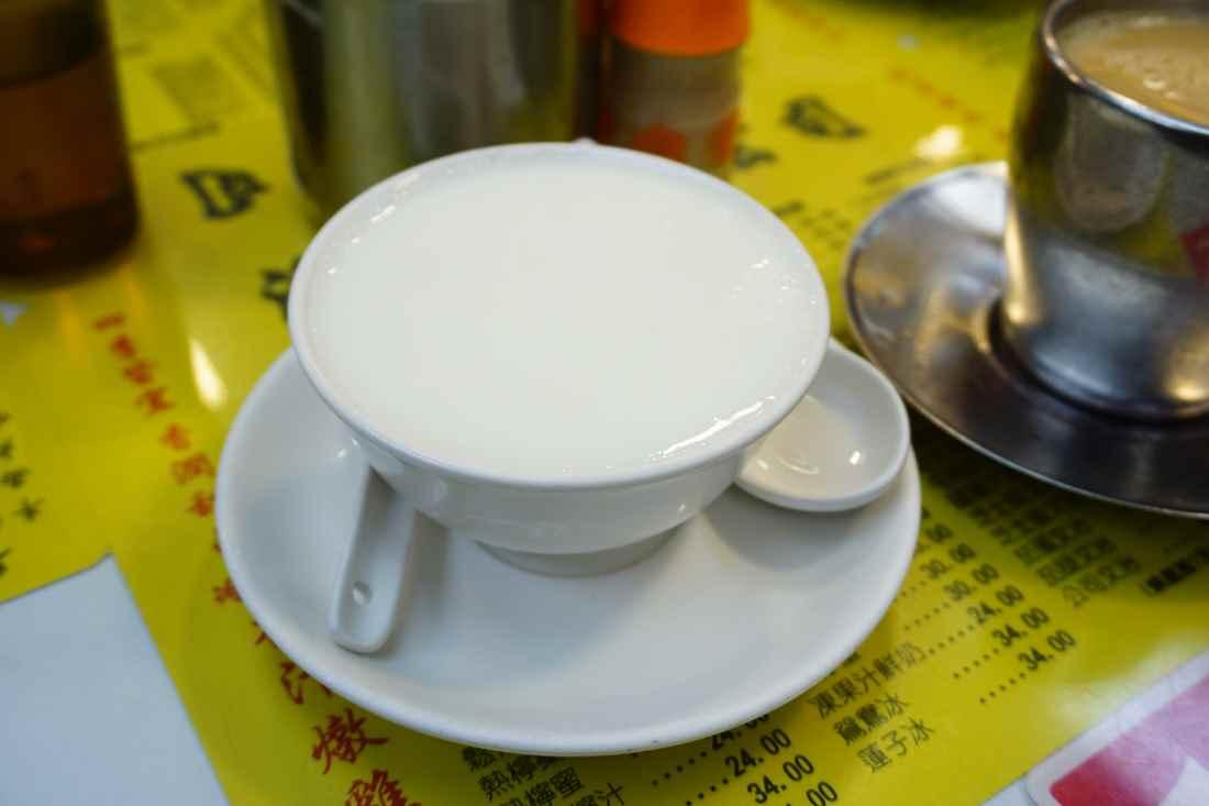 """【香港尖沙咀美食】澳洲牛奶公司    香港人氣茶餐廳""""蛋白燉鮮奶 - 食omo〃Food×Fun"""