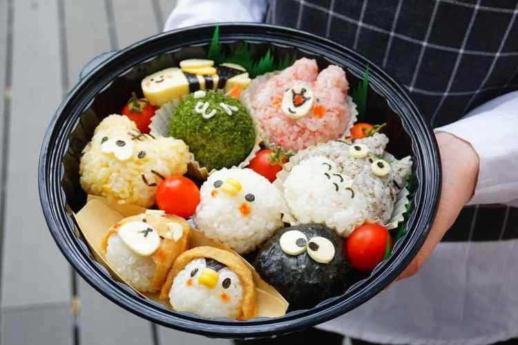 """【桃園美食】啊雜 AAAzakka    每日限量可愛飯糰餐盒""""這麼可愛哪捨得吃!"""