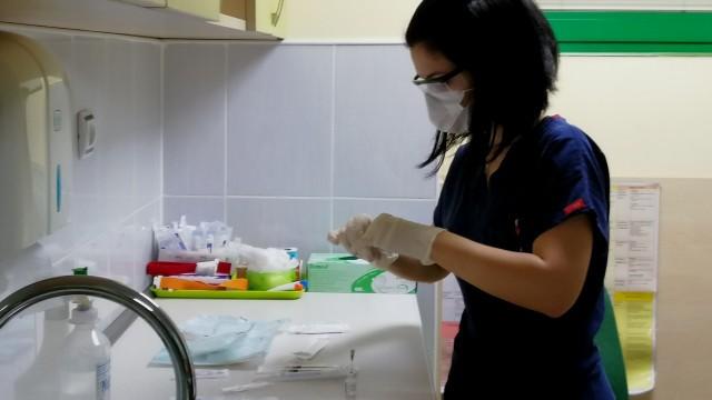 Облекчение след първите инжекции: Ваксината срещу ковид не болиНовиниИнформация