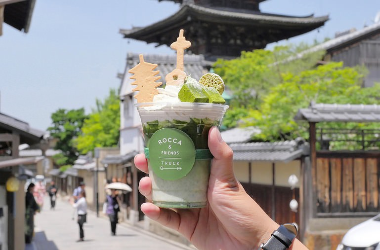 【京都咖啡】ROCCA & FRIENDS TRUCK│清水寺:京都必喝IG風抹茶拿鐵 八坂塔人氣咖啡餐車!手沖單品 拿鐵 日本茶和汽泡飲料這邊通通有!