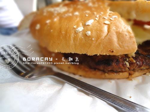 [OREO的旅行日記。BORACAY。長灘島]食尚玩家推薦長灘島必吃美食→Bite Club超大漢堡!!!