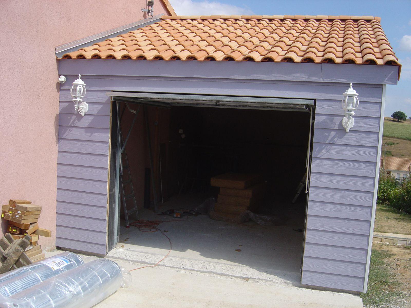 Maison parpaing bois perfect parpaing bois massif with for Eclairage exterieur garage
