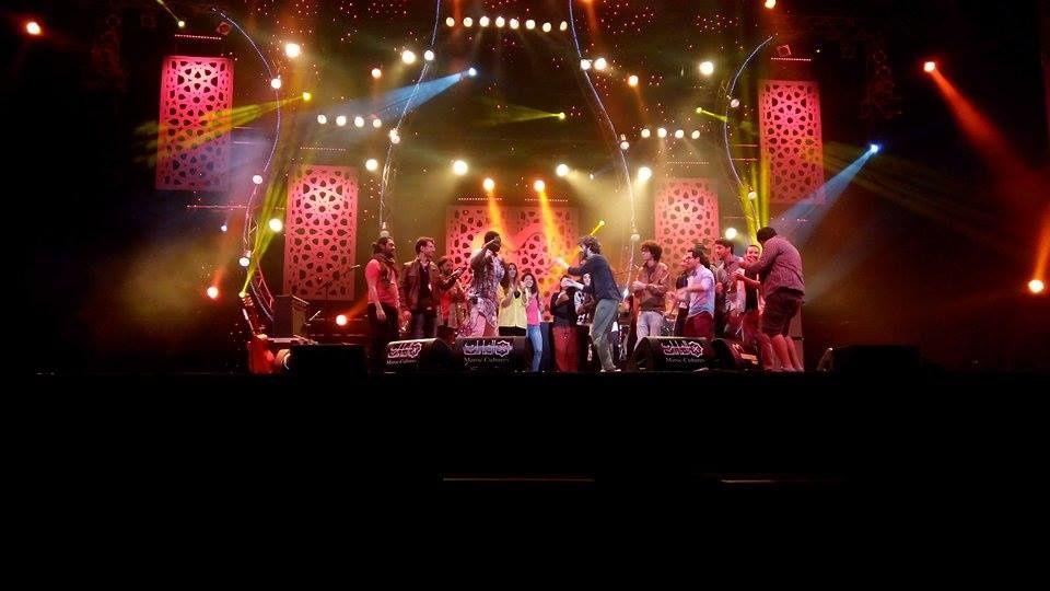 Sur la scène Bouregreg, Angélique Kidjo fait monter le public. Son percussionniste Sénégalais, exceptionnel, fait vibrer les corps les plus réticents!! Un moment de grâce à Mawazine!