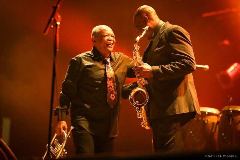 Les jazzmen Hugh Masakela (Afrique du Sud) et Manu Dibango (Cameroun) en duo sur la scène Bouregreg (ma scène préférée!)
