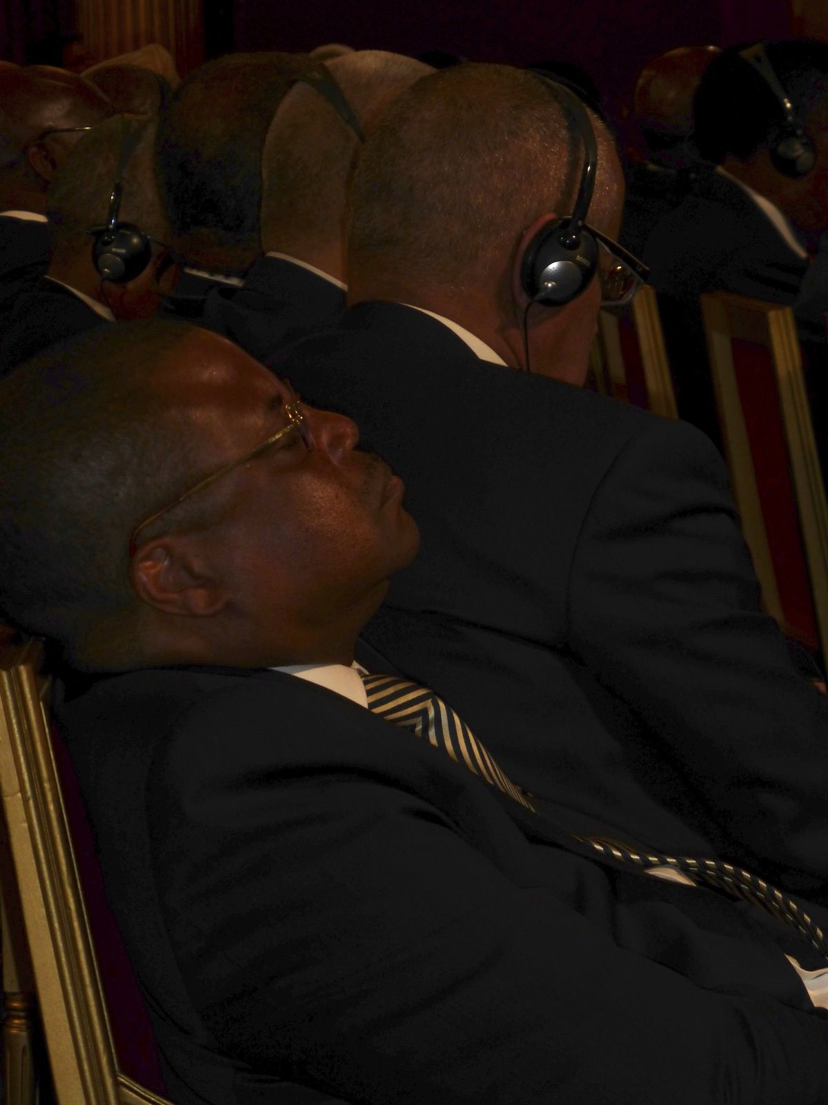 Nicolas Tiangaye (Premier Ministre du gouvernement de Transition de la RCA), très attentif aux discussions sur son pays pendant le Sommet Afrique de l'Élysée...
