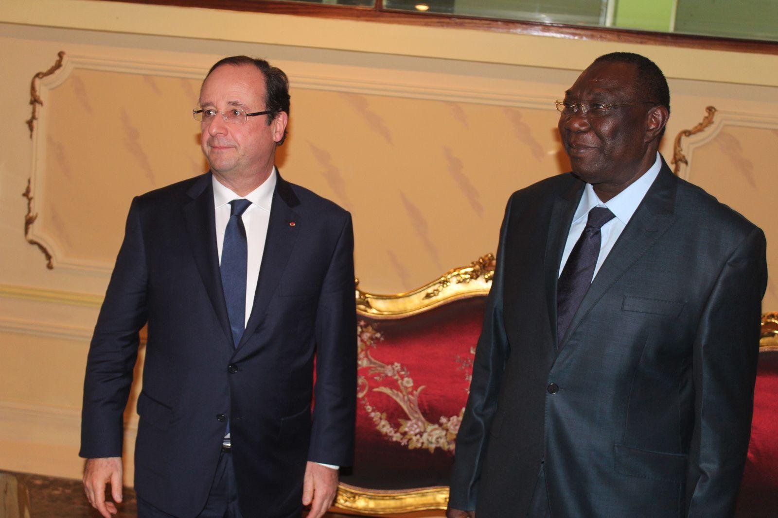 François Hollande (Président de la France) et Michel Djotodia (Président de Transition de la RCA) à Bangui, le 10 Décembre 2013