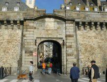 """Résultat de recherche d'images pour """"porte de Dinan saint malo"""""""