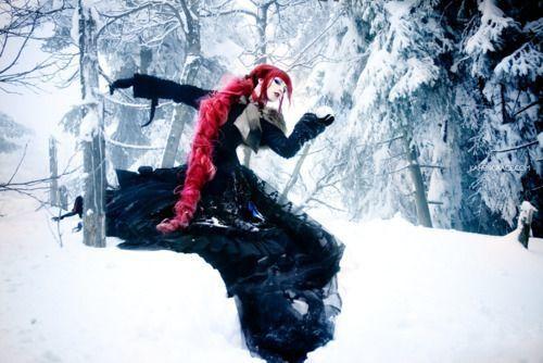 Celles qui font des choses bizarres dans la neige...