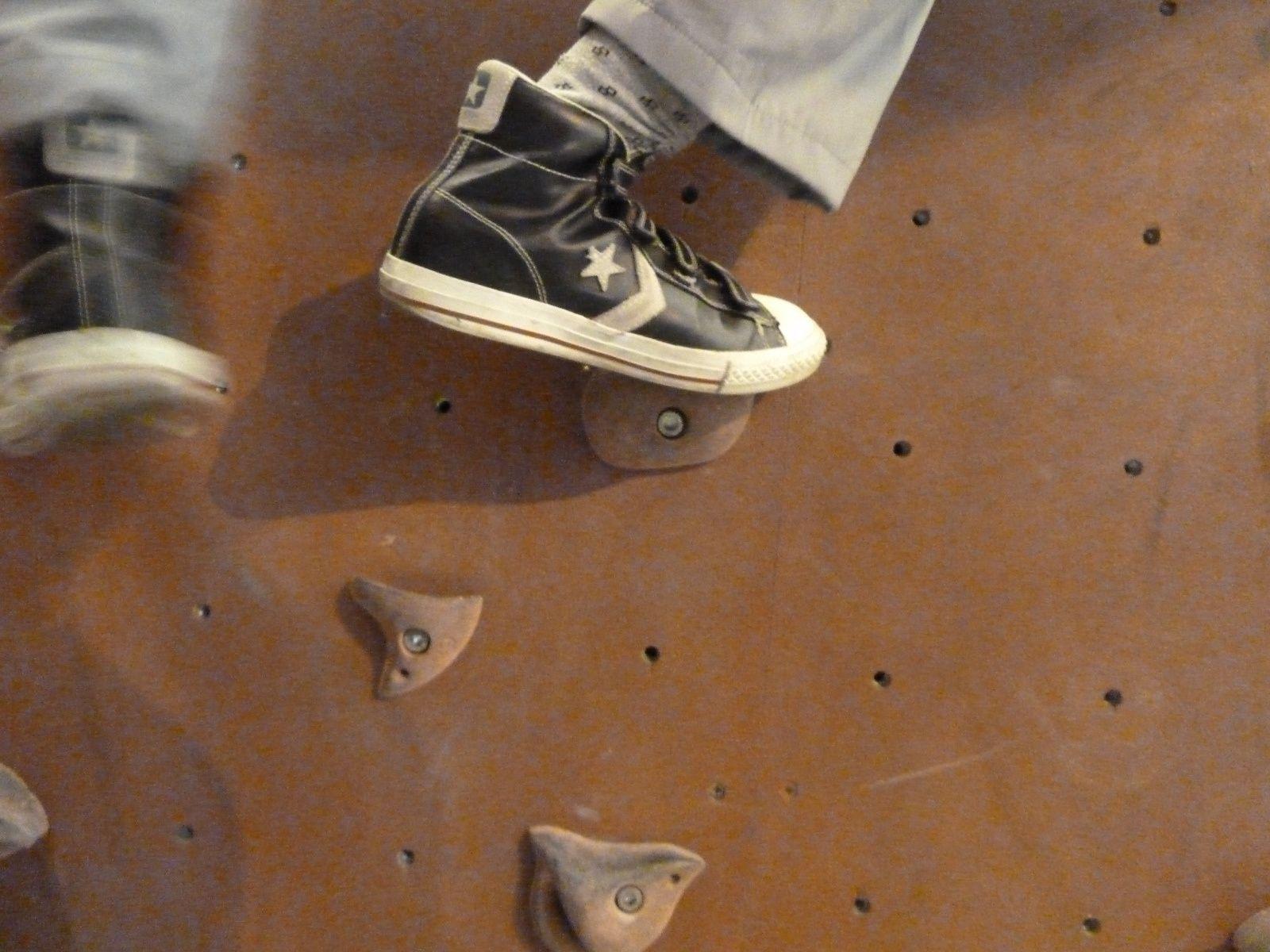escalade avec la federation francaise du sport adapte dans la salle block out a osny 95 centre d activites de jour