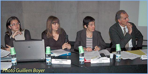 Le directeur de l'Insee Aquitaine Jean-Michel Quellec (à droite), aux côtés des chargées de l'étude, Bernadette de La Rochère et Florence Mathio. A gauche, Rébécca Dain, de la Maison de l'emploi du Périgord Noir