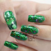 cheeky frog nail art design feat