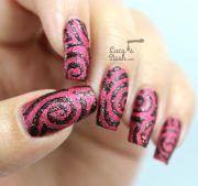 halloween swirl nail design textured