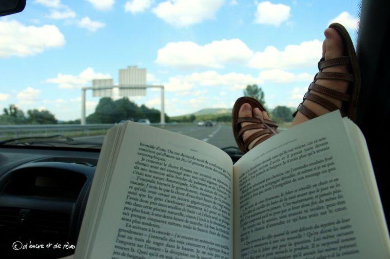 10 problèmes qu'on rencontre quand on lit sur le trajet des vacances