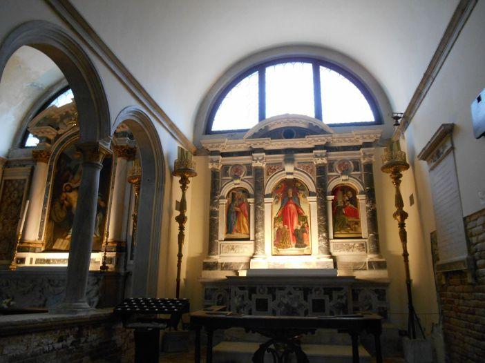 et l'Eglise du même nom. Eglise dont l'origine remonterait au 7ème siècle avant d'être transformée de 1492 à 1504 par Mauro Coducci.