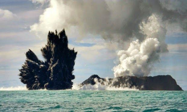 Eruption volcanique aux Tonga, une nouvelle île est née