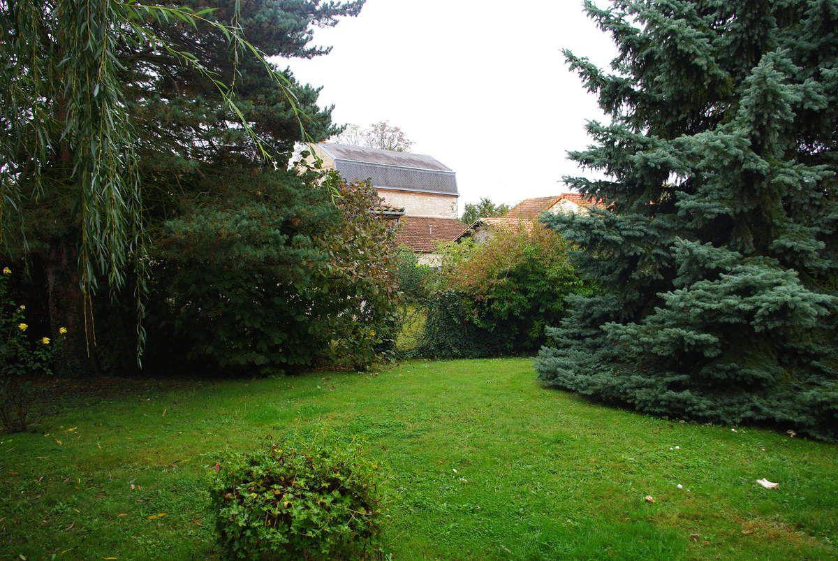 Notre jardin (pas à Bordeaux hein, dans la maison de famille de mon cher et tendre... Bordeaux on a encore notre appart d'étudiants).