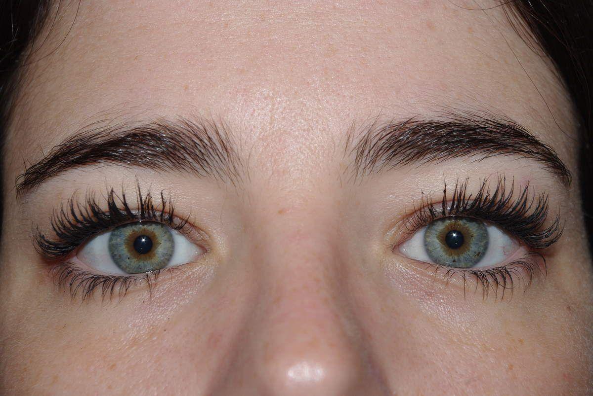 Mascara sur les deux yeux