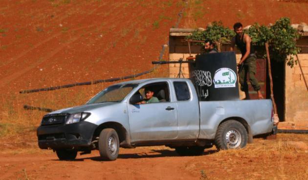 AFP/AFP/Archives - Des combattants ( mais pourquoi l'AFP ne précise-t-elle pas qu'ils sont de Daech ?)à bord d'un véhicule armé le 1er septembre 2015 à Marea