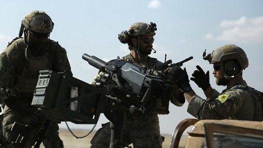 Soldats américains en Syrie qui portaient des insignes de la milice kurde syrienne YPG