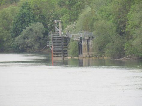 Annet sur Marne : captage d'eau dans la Marne