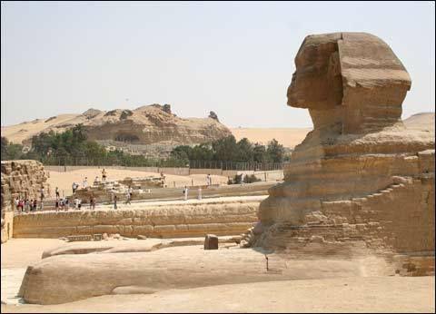 Le message secret gravé sur la patte du sphinx, et le 2e sphinx… !