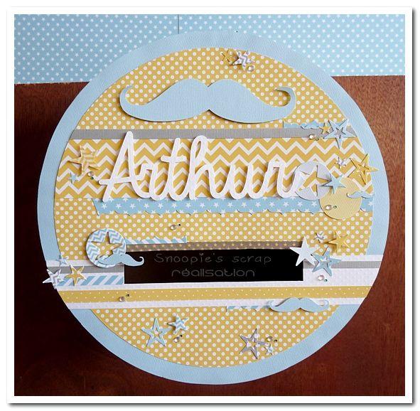 Urne Baptême Arthur - jaune et bleu pastels & blanc - moustache