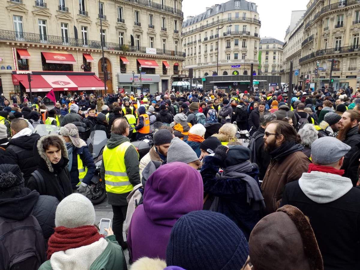 Le rassemblement devant la gare Saint Lazare, le 15 décembre 2018