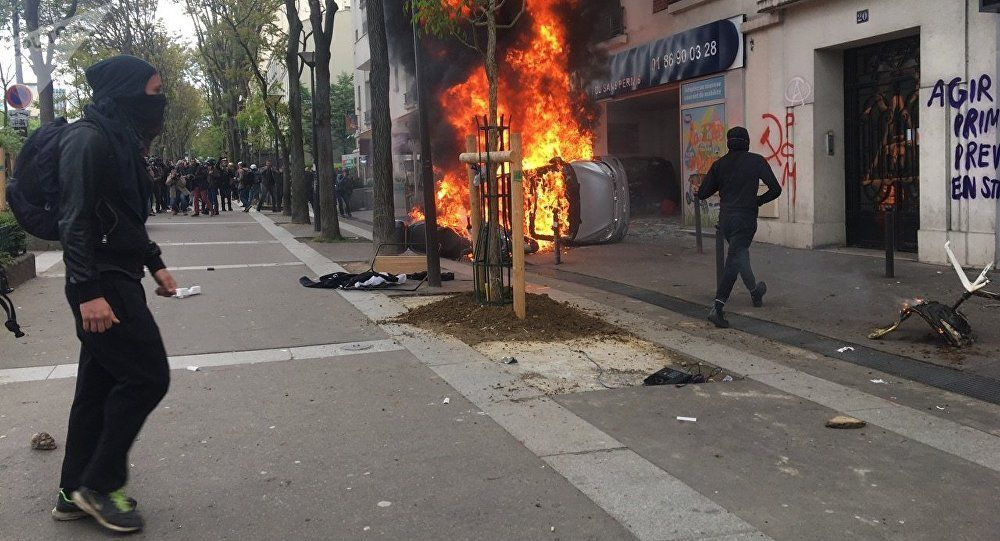 Manif Paris: 1 200 black blocs attaquent