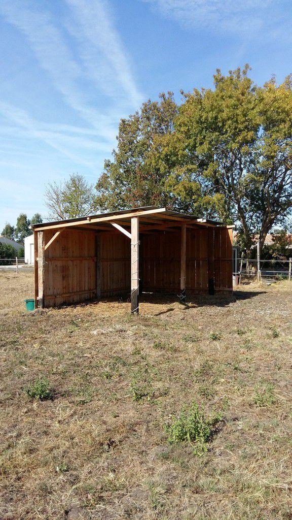 construire un abri pour chevaux