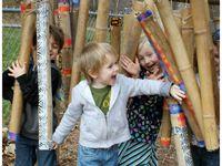 jeu d'eau en bambou (source pre learning), bambous musicaux (odysee star kindergarten),chaise en rondins de cerisier, rondins de bois, branchage et broyat pour espace escalade (let the children play)