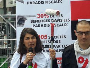 Au micro, Aurélie Trouvé, coprésidente d'ATTAC et Dominique Plihon, coprésident d'Attac.
